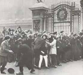 Beatlemaniacs storm Buckingham  Palace.